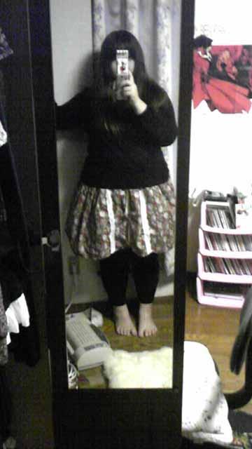 嫁用花柄スカート・着こなし例普段着編。黒によく合うようです。