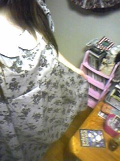 旦那作・嫁用ラウンドカラーのワンピース、ふわっと着ていただいてます。