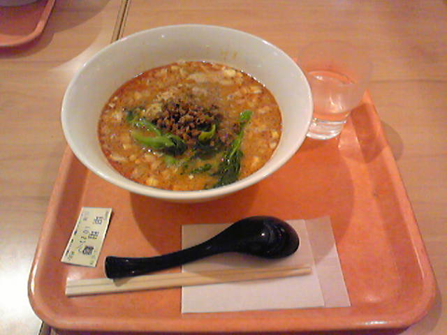 お昼は中華飯店にて坦々麺!やっと写真とれた(笑)