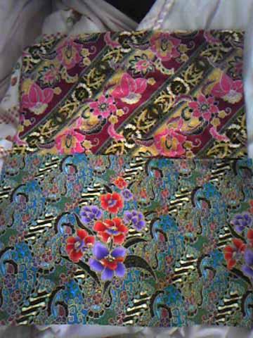 アジアン雑貨店にて、更紗布2枚。柄がとっても繊細。