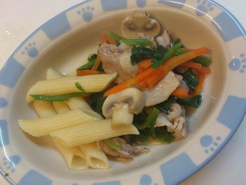 豚バラ肉と野菜の炒め煮&ショートパスタ