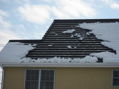 屋根の雪のなだれ