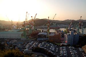 巨大な造船所