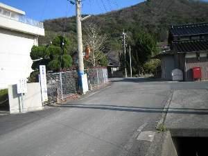 邇摩高校前からの分かれ道