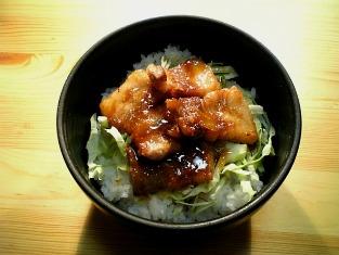 厚切り豚ばら肉のしょうが焼き丼01