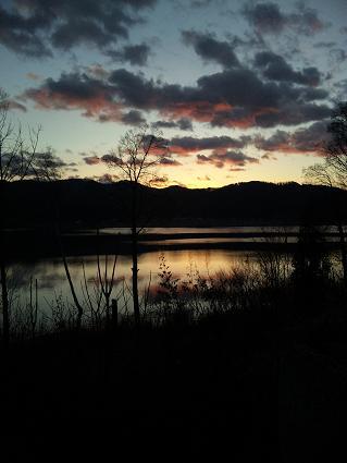 朝焼けの湖(2011年12月)