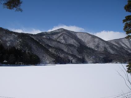 近所の湖が凍ってる その2
