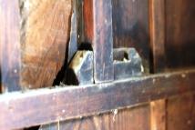 新城 木製施錠