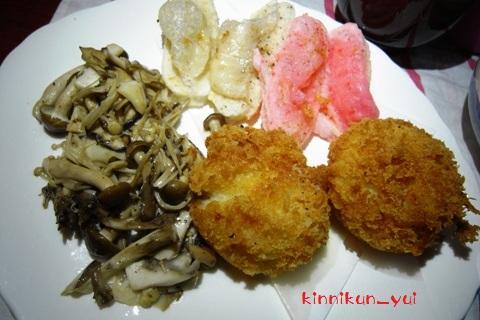 揚げ餅、コロッケ、キノコソテー