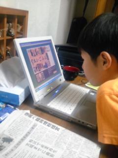 パソコン玩味する翔