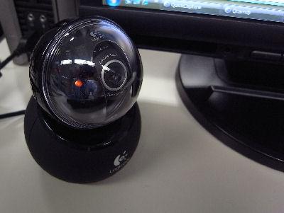 これが今回イジッているウェブカメラです。