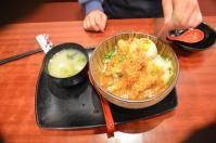 台北駅前某ホテル地下のエビフライカツカレー丼