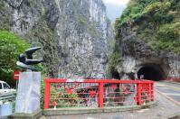 タロコ渓谷展望台の赤い橋