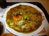 TAIMALLフードコートの海鮮カレー炒麺