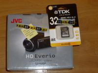 JVCビデオカメラHD EverioとTDK32GBSDカード