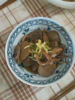 山芋とイカの煮物皿盛