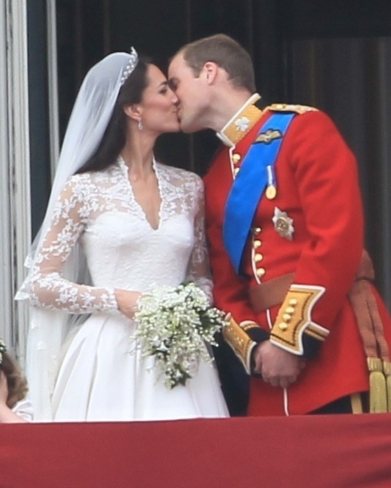 royal-wedding-kate-and-william-kiss.jpg