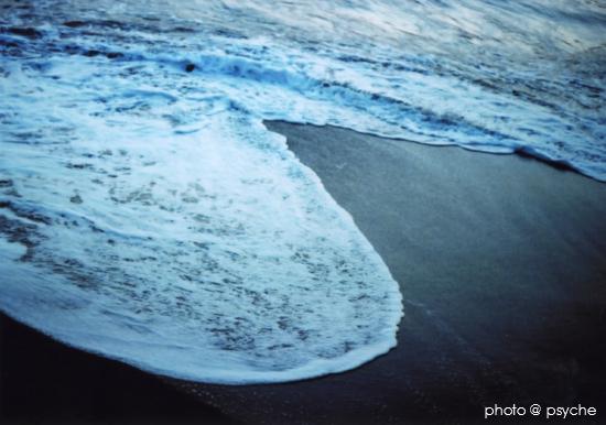 波の音をききながら
