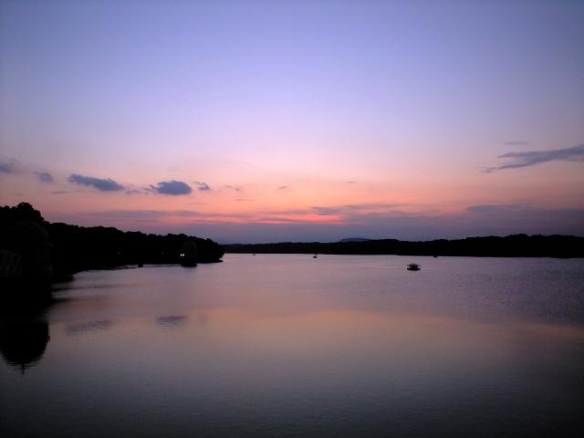 多摩湖の夕暮れ