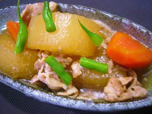 大根と豚肉の旨煮 (1)