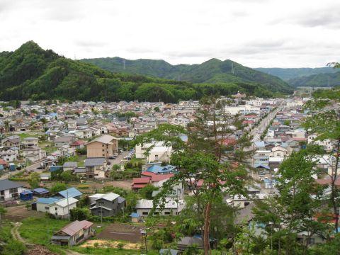 田島市街と愛宕山