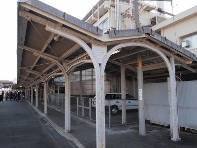 松阪駅1番線の屋根