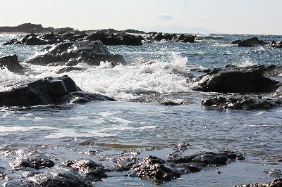 ちょっと荒れてる海。