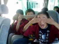 会場に向かうバスの中