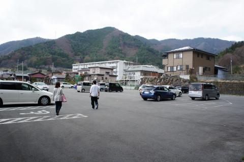 桜 新倉山 駐車場下