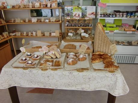 石狩産の小麦をベースにした生地のスイーツパンや総菜パンを作っています。