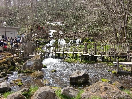 自然と羊蹄山とで作り出す「おいしい水」が絶え間なく湧き出る噴き出し公園は「名水の里」として多くの人に親しまれています。