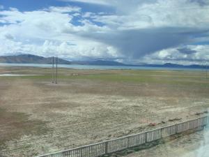 ツォナ湖が見え始めた