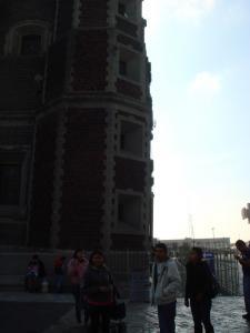 傾いたグアダルーペ寺院