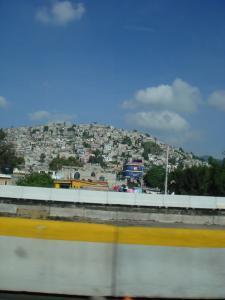 山の斜面の家々
