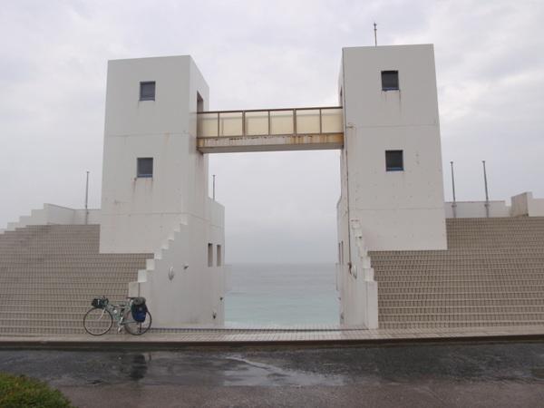 雨のメインゲート