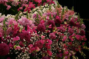 ピンク花祭壇