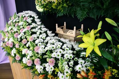 黄色花祭壇3