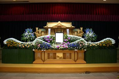 男性の花祭壇 青