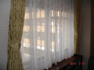 リビングルームカーテン、川島織物セルコンFT1614(ドレープ)・フェデポリマーブルのカラリアFC599 01