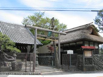 玉川上水の取水所に置かれた水神社